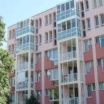 Rosanes Gebäude mit Balkonen